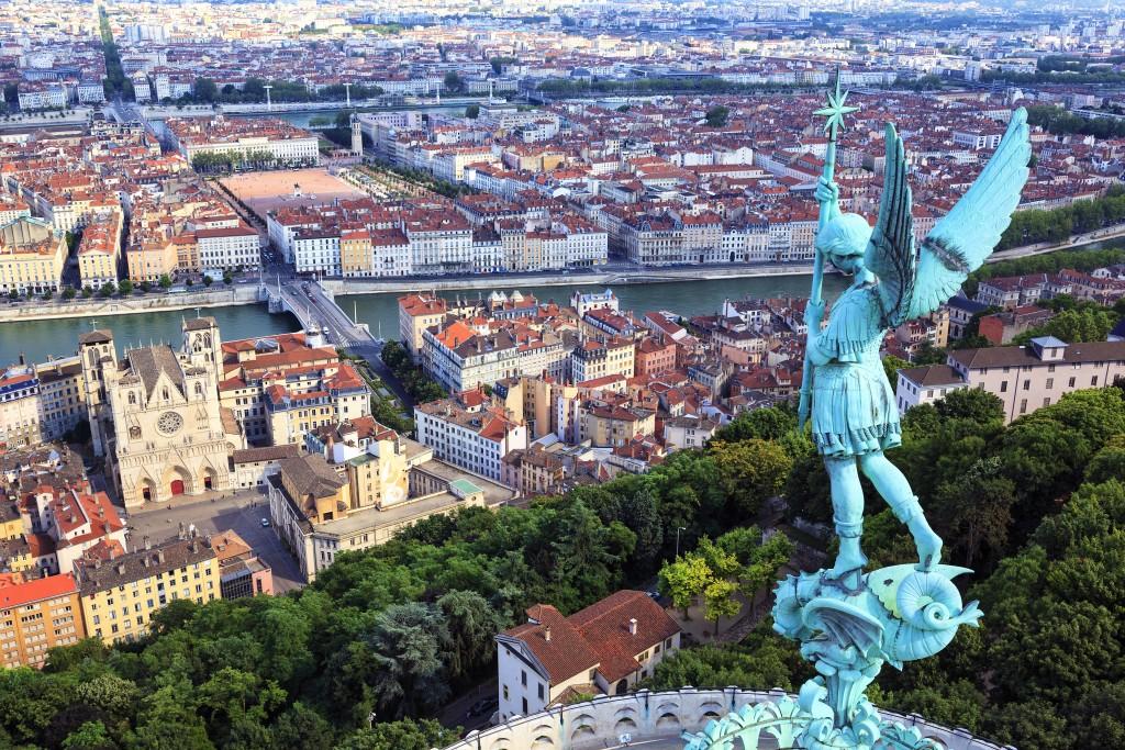 Parmi les incontournables de Lyon, ne pas manquer la Basilique Notre Dame de Fourvière